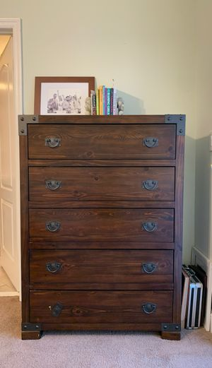 Dresser set with attachable large mirror for Sale in Miami, FL
