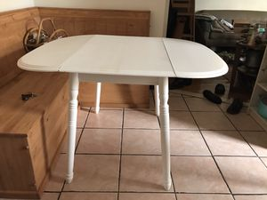 Cute kitchen table for Sale in Brooklyn, NY