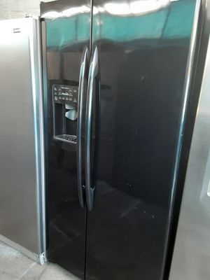 $599 GE black gloss finish side-by-side fridge includes delivery in the San Fernando Valley warranty and installation for Sale in Los Angeles, CA