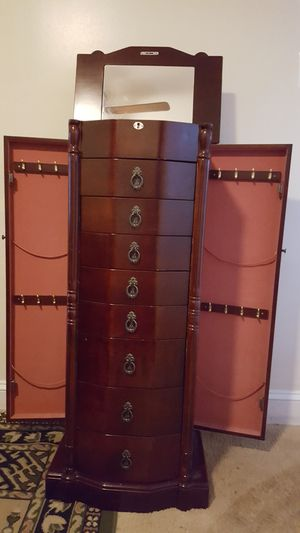 A nice jewelry cabinet for Sale in Manassas, VA