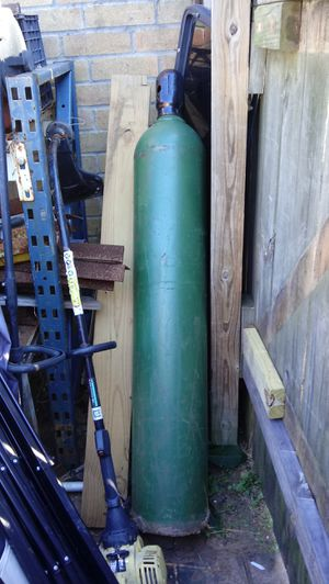 Oxygen cylinder size 200 full for Sale in Katy, TX