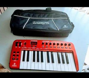 Keyboard Midi USB Controller New Condition With Soft Case & USB Cable for Sale in Los Angeles, CA