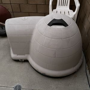 Large Pet Igloo for Sale in Chino, CA