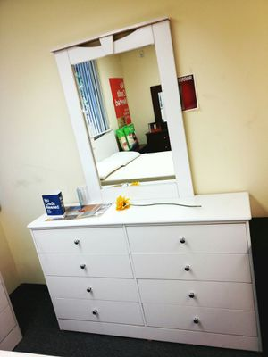 8 cabinet dreser with mirror for Sale in Santa Monica, CA