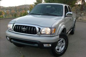 Automatic Truck 2004 T0Y0TA Tacoma AWDWheelss Very clean for Sale in Colorado Springs, CO