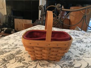 Longaberger basket with red liner beautiful 2002 for Sale in San Antonio, TX