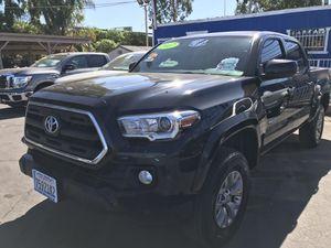 2017 toyota tacoma SR5 /Nav/CarPlay for Sale in East Los Angeles, CA