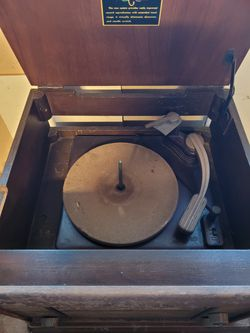 Antique radio and record player for Sale in Fairfield, CA