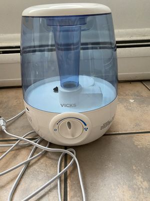 Vicks room humidifier, cold air, new like, used 1 month, moving out sale for Sale in East Providence, RI