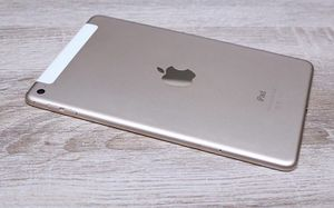 Ipad Gold 4th generation used for Sale in Chicago, IL
