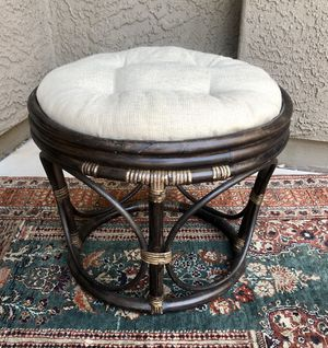 Vintage Rattan Ottoman / Plant Stand / Side Table for Sale in Peoria, AZ