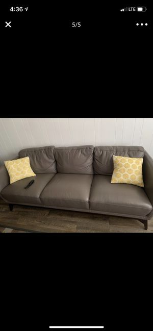Bonito sillón de piel buenas condiciones nada roto for Sale in Chicago, IL