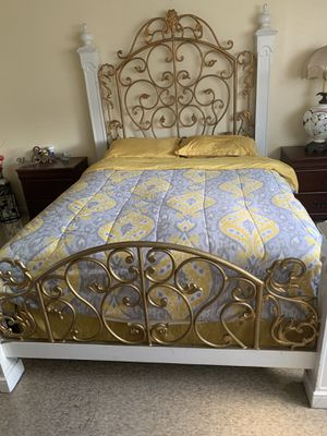 Bed frame Queen for Sale in TWN N CNTRY, FL