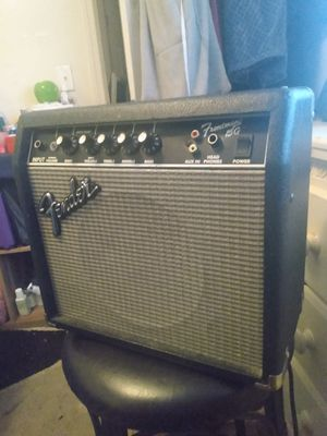 Fender frontman 15 guitar amplifier for Sale in Saint Charles, MO