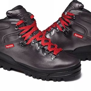 TIMBERLAND X SUPREME NY WORLD FRONT COUNTRY HIKER BOOTS SIZE 9 for Sale in Niagara Falls, NY