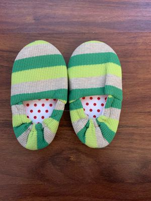 2 Pair of Kids - Green Stripped Cloth Shoes,. (Size : XL and L) for Sale in Indianapolis, IN