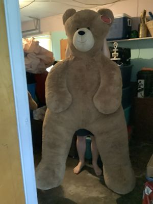 6 foot Vermont Teddy Bear—Giant Hunka Love Bear for Sale in Peoria, IL