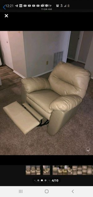 Real leather recliner chair for Sale in MONTGOMRY VLG, MD