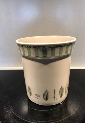Pfaltzgraff Naturewood Gadget Crock for Sale in Knoxville, MD
