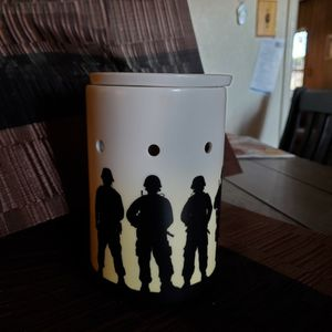 SERVICE & SACRIFICE MILITARY SCENTSY WARMER for Sale in Lakewood, CA