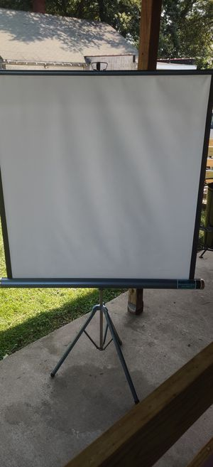 Radiant deluxe meteor 2 projection screen for Sale in Erie, PA