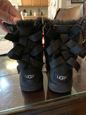 Ugg boots girl size 11 for Sale in Portsmouth, VA