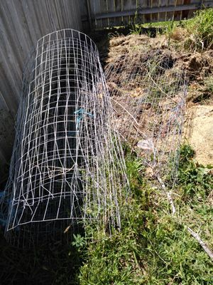 Free 14 gauge wire fencing for Sale in West Richland, WA