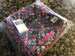 VERA BRADLEY LUNCH BAG** BRAND NEW WITH TAGS AND ORIGINAL PACKAGING for Sale in Rocky River, OH
