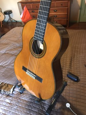 Yamaha G255 Sii classical guitar for Sale in Apple Valley, CA