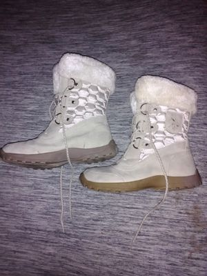 Us polo assn. Women's size 8 fur boots for Sale in Seffner, FL