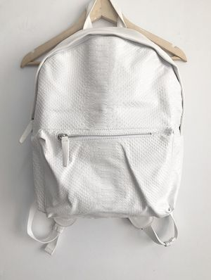 Zara's new snake-print white backpack for Sale in Pittsburgh, PA