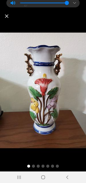 "10"" Vintage Decorative Chinese Vase with Flowers. for Sale in Miami, FL"