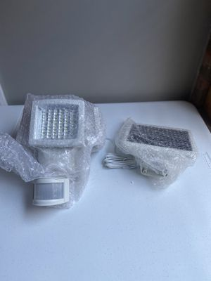 Sunforce 180 LED Solar Motion Triple Head Light (1200 Lumens) for Sale in Chicago, IL