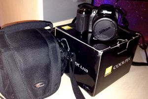 Black canon eos dslr camera with bag for Sale in Palos Park, IL