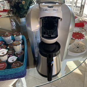 Keurig Coffee Maker With Pods and Accessories for Sale in Naples, FL