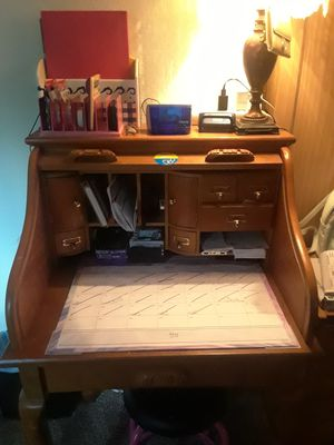 Small office desk for Sale in Casselberry, FL