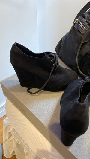 Wedge Heel Woman size 9 great condition for Sale in New York, NY