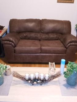 Brown Loveseat for Sale in Chicago,  IL