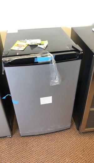 Frigidare mini fridge M32 for Sale in Houston, TX