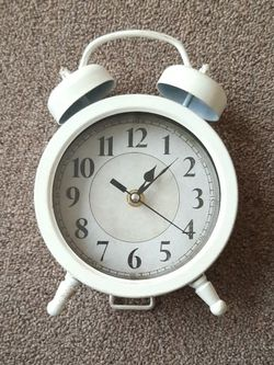 Vintage Looking Clock for Sale in Feasterville-Trevose,  PA