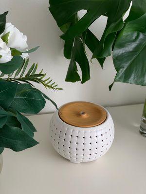 Ellia, Gather Ultrasonic Aroma Diffuser, White, Ceramic & Wood, 200mL Humidifier for Sale in Bellevue, WA