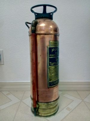 Early 40s fire extinguisher for Sale in Alameda, CA