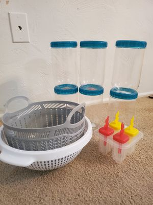 6 storage containers, plastic colander & ice mold for Sale in Brentwood, PA