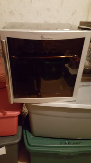 Mini Wine cooler for Sale in Middleburg, VA