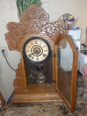 The Ingraham co. Antique mantal clock for Sale in San Diego, CA