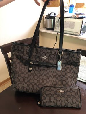 Coach purse with matching wallet for Sale in Silverdale, WA
