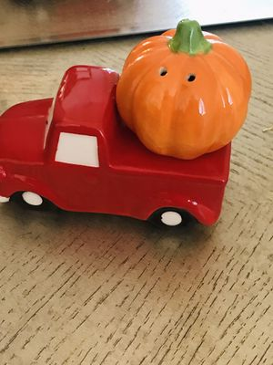 Halloween pumpkin and pick up truck ceramic glossy salt and pepper shakers new in box for Sale in Belleville, IL