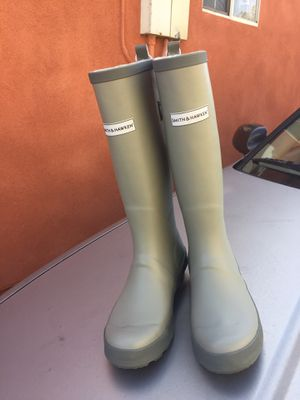 ONE PAIR IF RAIN BOOTS SMITH &HAWKENT for Sale in Inglewood, CA