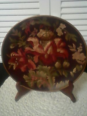 Burgundy Home Decor Plate Beautiful Colors .💚💚💚💚 for Sale in Loganville, GA