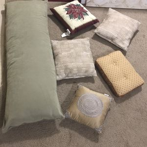 Available 6 Pillows For $20 All Pick Up Gaithersburg Md20877 for Sale in Gaithersburg, MD